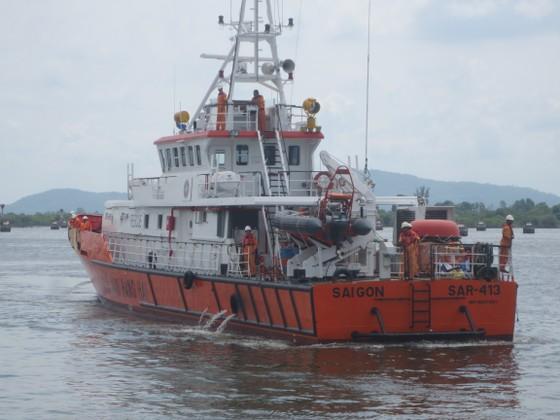 4 ngư dân mất tích trên biển ngày cận Tết ảnh 1