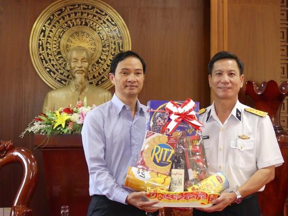 Tặng báo xuân và quà tết cho Vùng 2 Hải quân và Bộ đội Biên phòng tỉnh Bà Rịa - Vũng Tàu ảnh 2