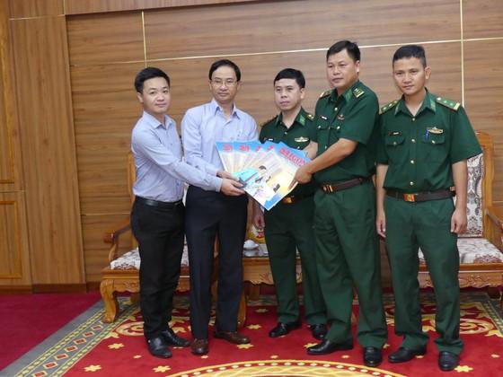 Tặng báo xuân và quà tết cho Vùng 2 Hải quân và Bộ đội Biên phòng tỉnh Bà Rịa - Vũng Tàu ảnh 1