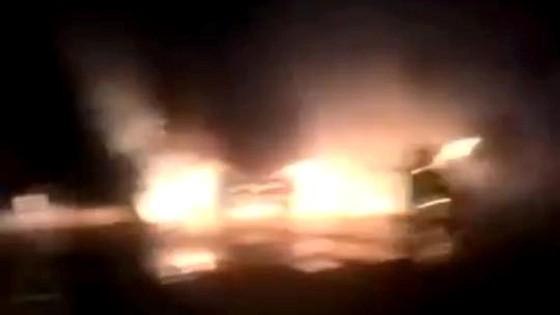 Xe đầu kéo bốc cháy trên quốc lộ 12C ảnh 1
