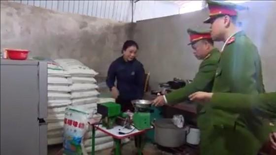 Phát hiện và bắt giữ 1,45 tấn bột ngọt giả ở Hà Tĩnh ảnh 1