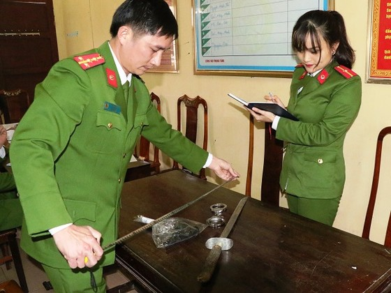 Vụ tài xế ô tô rút súng đe dọa sau tai nạn ở Hà Tĩnh là súng nhựa ảnh 2