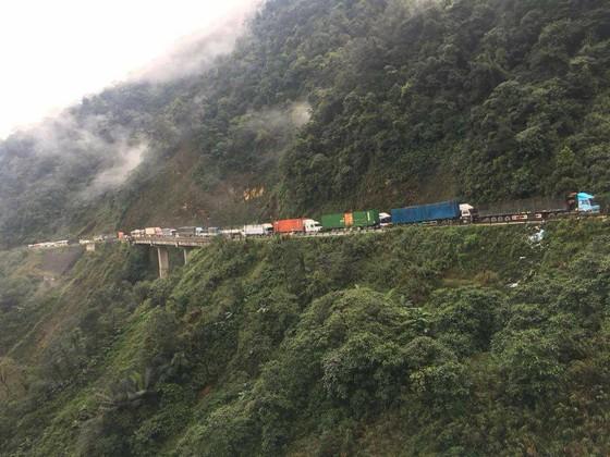 Thông tuyến Quốc lộ 8A lên cửa khẩu quốc tế Cầu Treo sau sự cố sạt lở ảnh 4