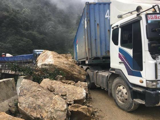 Thông tuyến Quốc lộ 8A lên cửa khẩu quốc tế Cầu Treo sau sự cố sạt lở ảnh 3