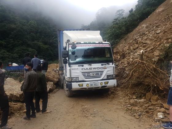 Thông tuyến Quốc lộ 8A lên cửa khẩu quốc tế Cầu Treo sau sự cố sạt lở ảnh 1