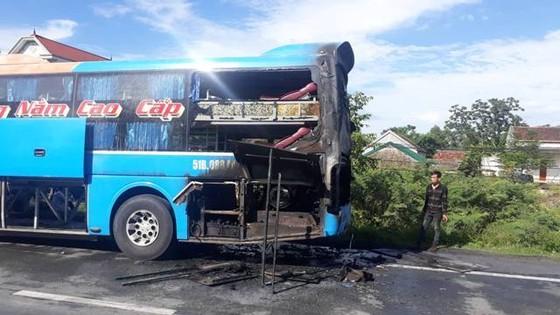 Xe khách giường nằm bốc cháy dữ dội, hàng chục hành khách tháo chạy  ảnh 5