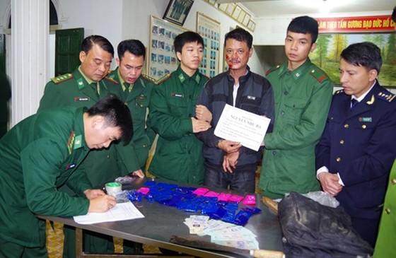 Vận chuyển 8.000 viên ma túy tổng hợp lãnh án tù chung thân ảnh 3
