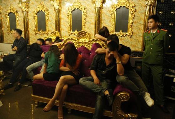 Bắt giữ hàng chục đối tượng đang có hành vi sử dụng ma túy trong quán karaoke ảnh 1