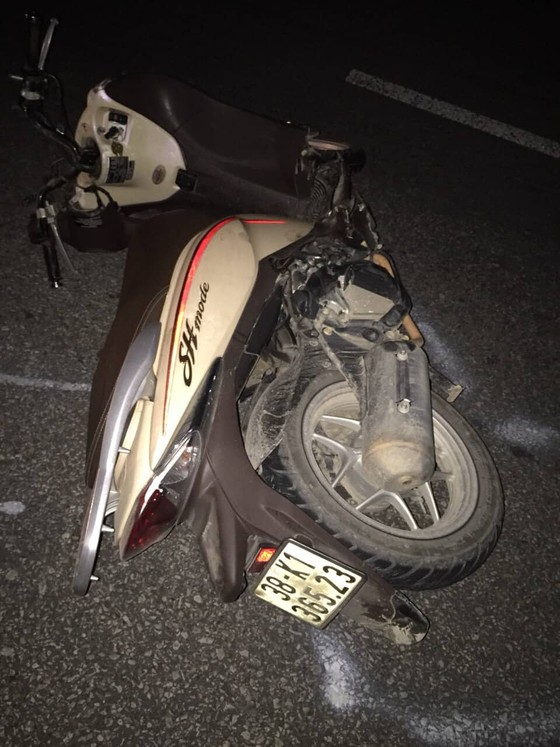 Đâm vào đuôi xe ô tô tải trên quốc lộ 1A, 3 người tử vong ảnh 1