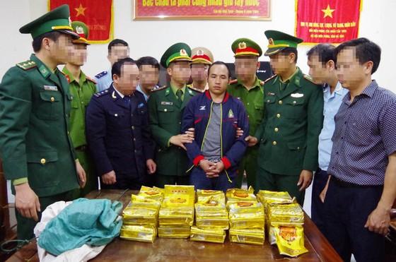 Bắt đối tượng vận chuyển ma túy ở Hà Tĩnh, thu giữ 294 kg ma túy đá ảnh 2