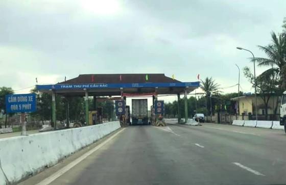 Sáng nay đã tạm dừng thu phí trạm Cầu Rác trên quốc lộ 1A ở Hà Tĩnh ảnh 3