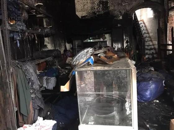 Cháy lớn xưởng làm lốp, nhiều tài sản cùng ô tô bị thiêu rụi ảnh 3