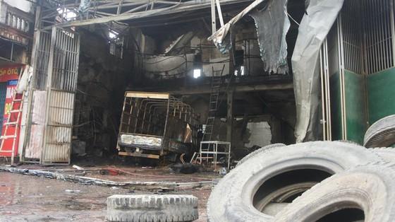 Cháy lớn xưởng làm lốp, nhiều tài sản cùng ô tô bị thiêu rụi ảnh 10