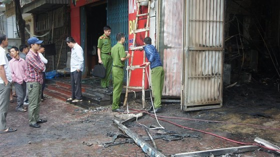 Cháy lớn xưởng làm lốp, nhiều tài sản cùng ô tô bị thiêu rụi ảnh 9