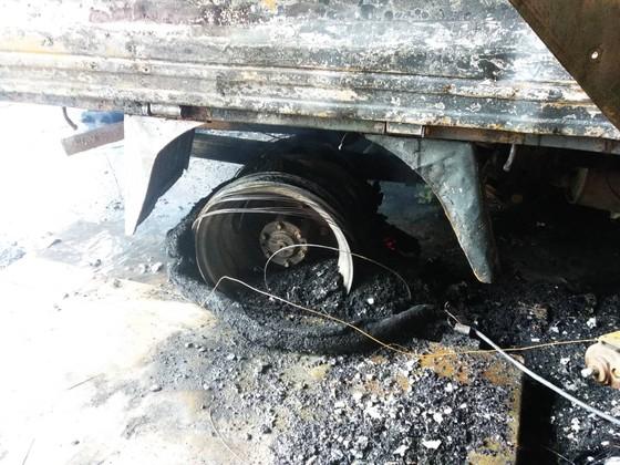 Cháy lớn xưởng làm lốp, nhiều tài sản cùng ô tô bị thiêu rụi ảnh 8