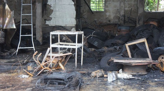 Cháy lớn xưởng làm lốp, nhiều tài sản cùng ô tô bị thiêu rụi ảnh 15