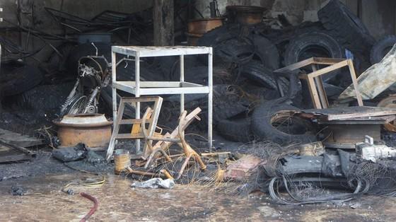 Cháy lớn xưởng làm lốp, nhiều tài sản cùng ô tô bị thiêu rụi ảnh 12