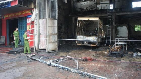 Cháy lớn xưởng làm lốp, nhiều tài sản cùng ô tô bị thiêu rụi ảnh 4