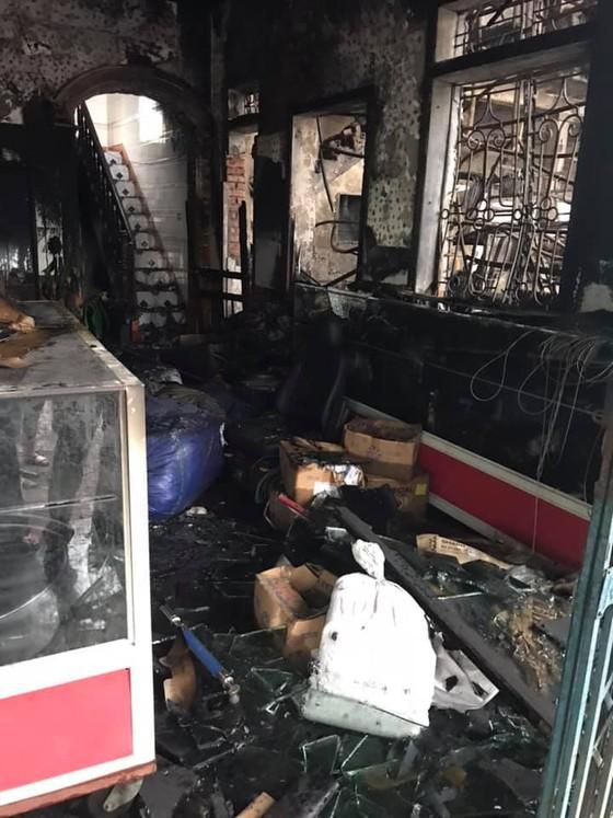 Cháy lớn xưởng làm lốp, nhiều tài sản cùng ô tô bị thiêu rụi ảnh 14