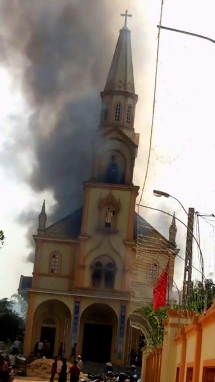 Cháy lớn tại nhà thờ Thọ Vực ở Hà Tĩnh ảnh 1