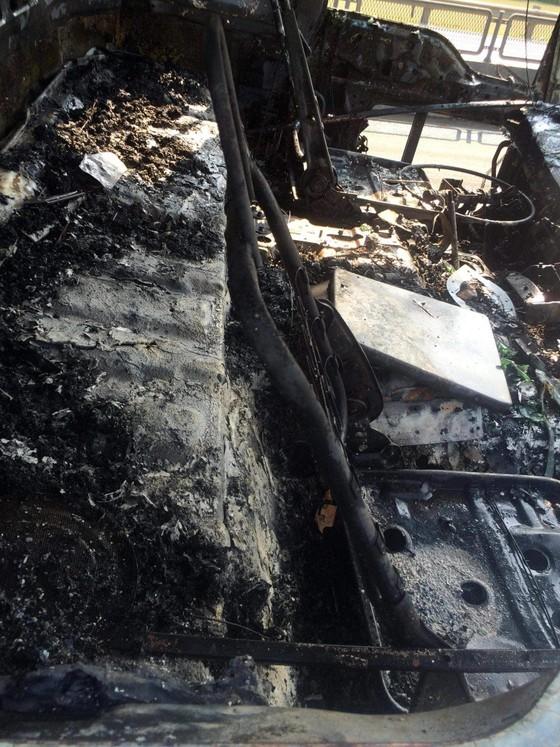 Cabin xe ô tô chở hàng tấn hoa quả bốc cháy ngùn ngụt ở Hà Tĩnh ảnh 5