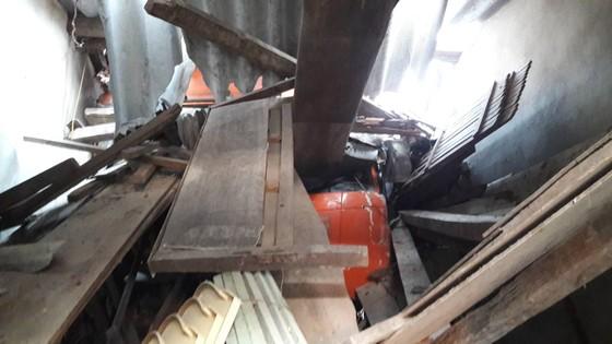 Xe container mất lái đâm vào nhà dân bên đường ảnh 3