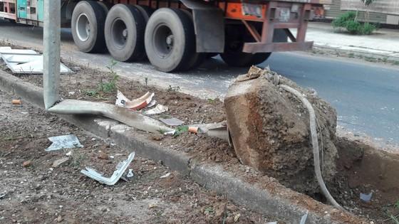Xe container mất lái đâm vào nhà dân bên đường ảnh 6