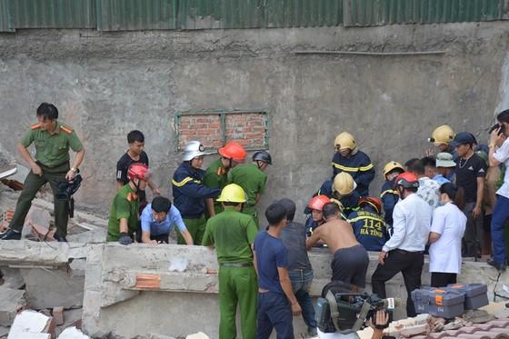 Ngôi nhà 2 tầng đang sửa bị đổ sập, 1 người bị thương nặng ảnh 4