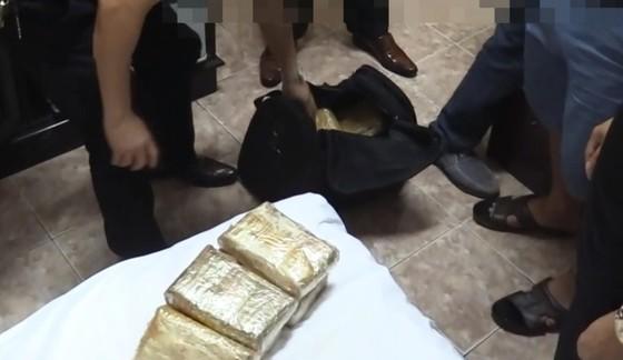 Triệt phá vụ vận chuyển 62.000 viên ma túy từ Lào về Việt Nam ảnh 3