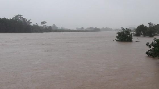 Mưa lớn nhiều xã miền núi ở Hà Tĩnh bị ngập lụt, chia cắt cục bộ ảnh 2