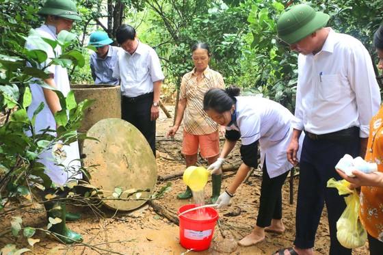Bộ đội Biên phòng Hà Tĩnh nỗ lực giúp các trường học khắc phục mưa lũ, khai giảng năm học mới ảnh 13