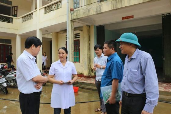 Bộ đội Biên phòng Hà Tĩnh nỗ lực giúp các trường học khắc phục mưa lũ, khai giảng năm học mới ảnh 9