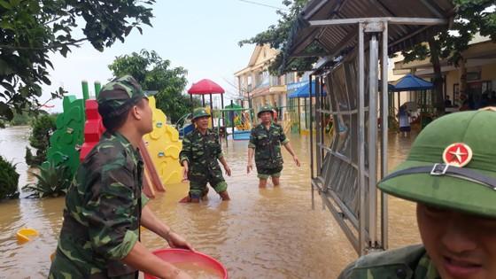 Bộ đội Biên phòng Hà Tĩnh nỗ lực giúp các trường học khắc phục mưa lũ, khai giảng năm học mới ảnh 5