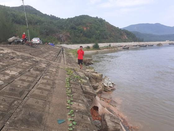 Đê chắn sóng ven biển ở Hà Tĩnh bị sạt lở sau mưa lũ ảnh 10
