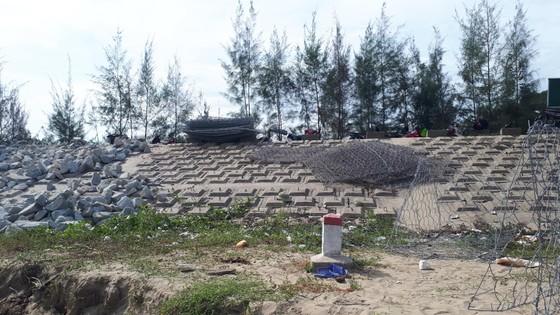 Khắc phục sự cố sạt lở đê biển xung yếu ở Hà Tĩnh ảnh 9
