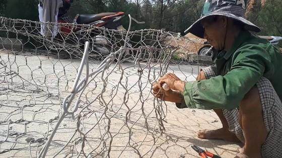 Khắc phục sự cố sạt lở đê biển xung yếu ở Hà Tĩnh ảnh 11