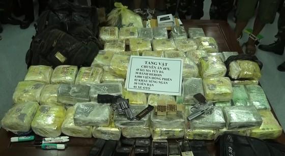 Triệt phá đường dây ma túy xuyên quốc gia, thu giữ số lượng lớn ma túy và vũ khí ảnh 4
