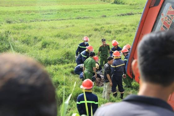 Lật xe ô tô khách ở Hà Tĩnh, 1 người tử vong, nhiều người bị thương ảnh 12
