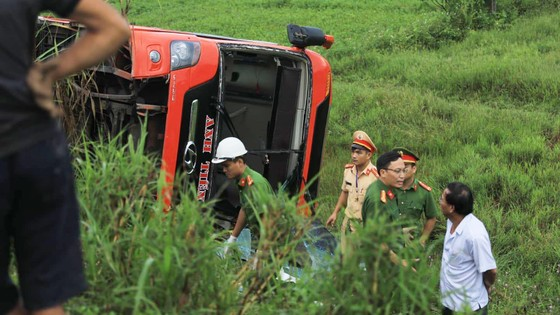 Lật xe ô tô khách ở Hà Tĩnh, 1 người tử vong, nhiều người bị thương ảnh 20