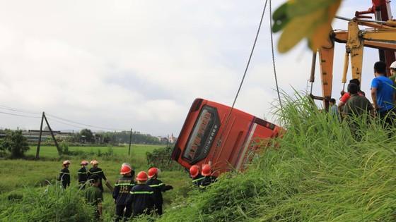 Lật xe ô tô khách ở Hà Tĩnh, 1 người tử vong, nhiều người bị thương ảnh 21