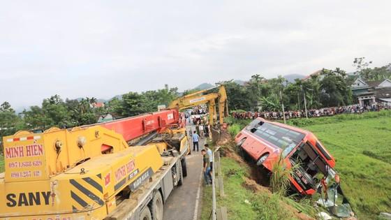 Lật xe ô tô khách ở Hà Tĩnh, 1 người tử vong, nhiều người bị thương ảnh 16