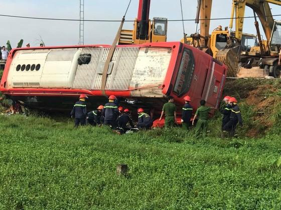 Lật xe ô tô khách ở Hà Tĩnh, 1 người tử vong, nhiều người bị thương ảnh 10