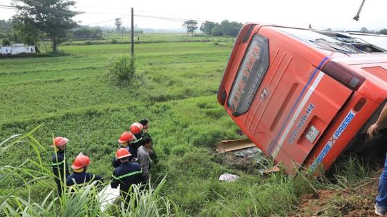 Lật xe ô tô khách ở Hà Tĩnh, 1 người tử vong, nhiều người bị thương ảnh 19