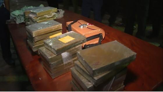 Bắt giữ 2 đối tượng vận chuyển 30 bánh heroin, 6.000 viên ma túy tổng hợp ảnh 6