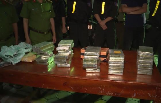 Bắt giữ 2 đối tượng vận chuyển 30 bánh heroin, 6.000 viên ma túy tổng hợp ảnh 5