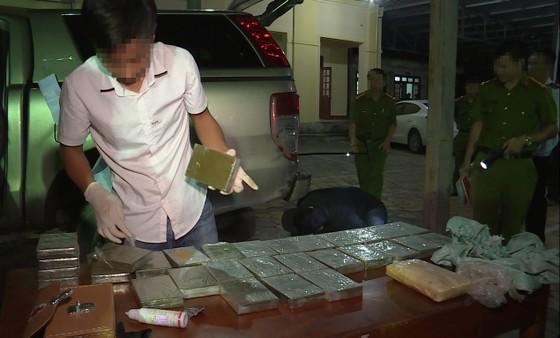 Bắt giữ 2 đối tượng vận chuyển 30 bánh heroin, 6.000 viên ma túy tổng hợp ảnh 4