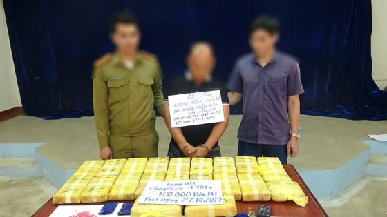 Bắt đối tượng vận chuyển 120.000 viên ma túy tổng hợp từ Lào về Việt Nam ảnh 1