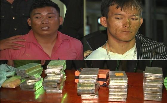 Trao thưởng các lực lượng phá thành công chuyên án thu giữ 30 bánh heroin, 6.000 viên ma túy ảnh 1