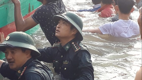 Cứu hộ thành công 3 ngư dân gặp nạn trên biển Hà Tĩnh ảnh 2