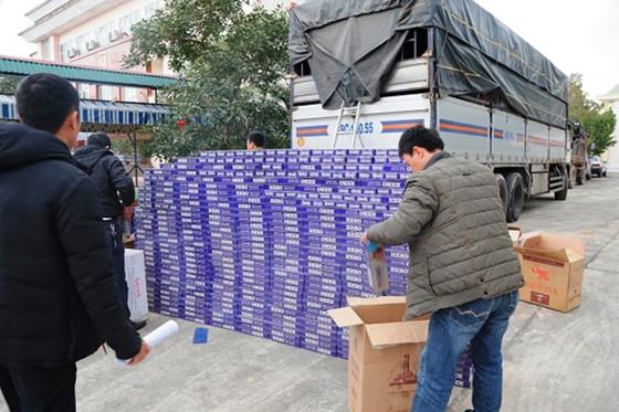 Bắt giữ vụ vận chuyển 10.000 bao thuốc lá lậu ảnh 3